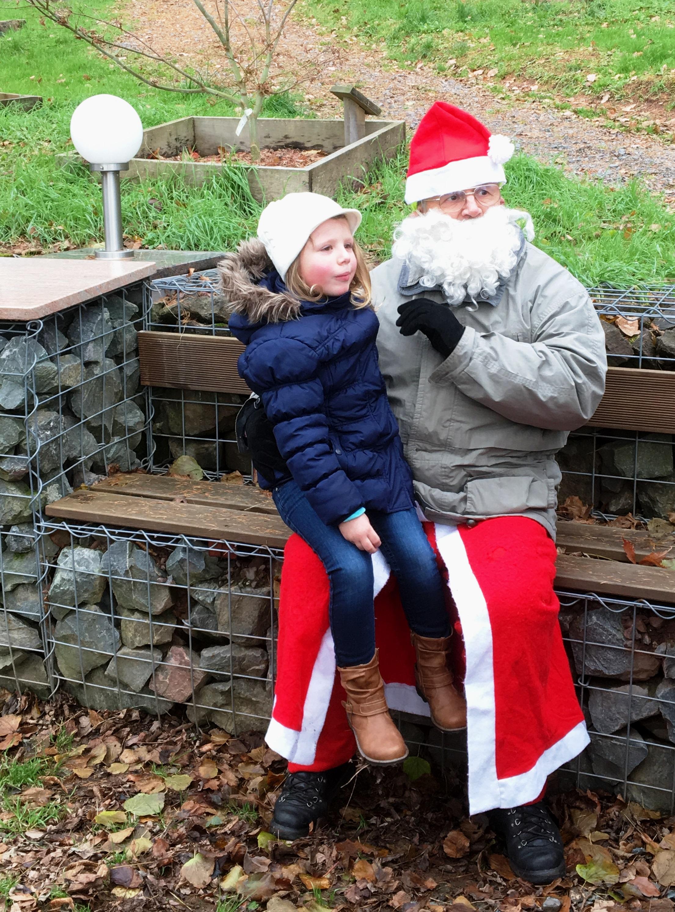 Winterwanderung im Ahornpark mit dem Weihnachtsmann