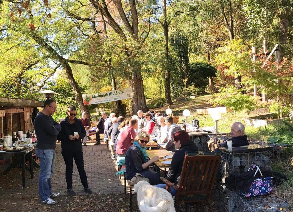 Unsere Mitbring-Party im herbstlichen Ahornpark bei schönstem Sonnenschein